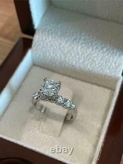 1.7 Carat D-SI Round Diamonds 14K Gold Solitaire With Accents Engagement Ring