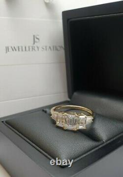 9ct Yellow Gold 3 stone accent created diamond Ladies ring size R gift boxed